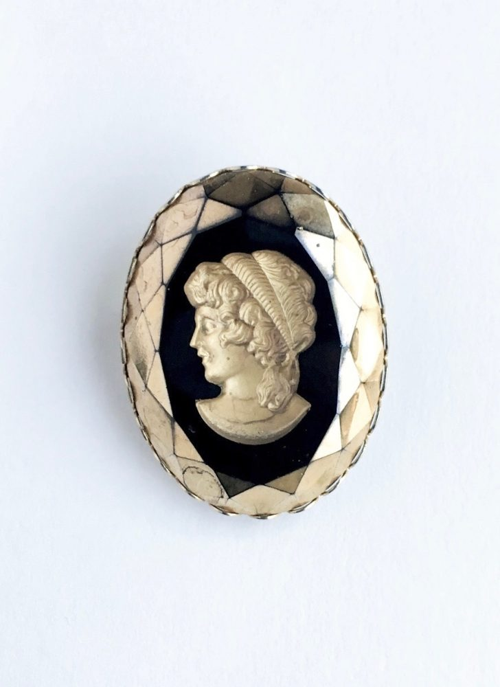 1960s gold and black faceted intaglio cameo brooch